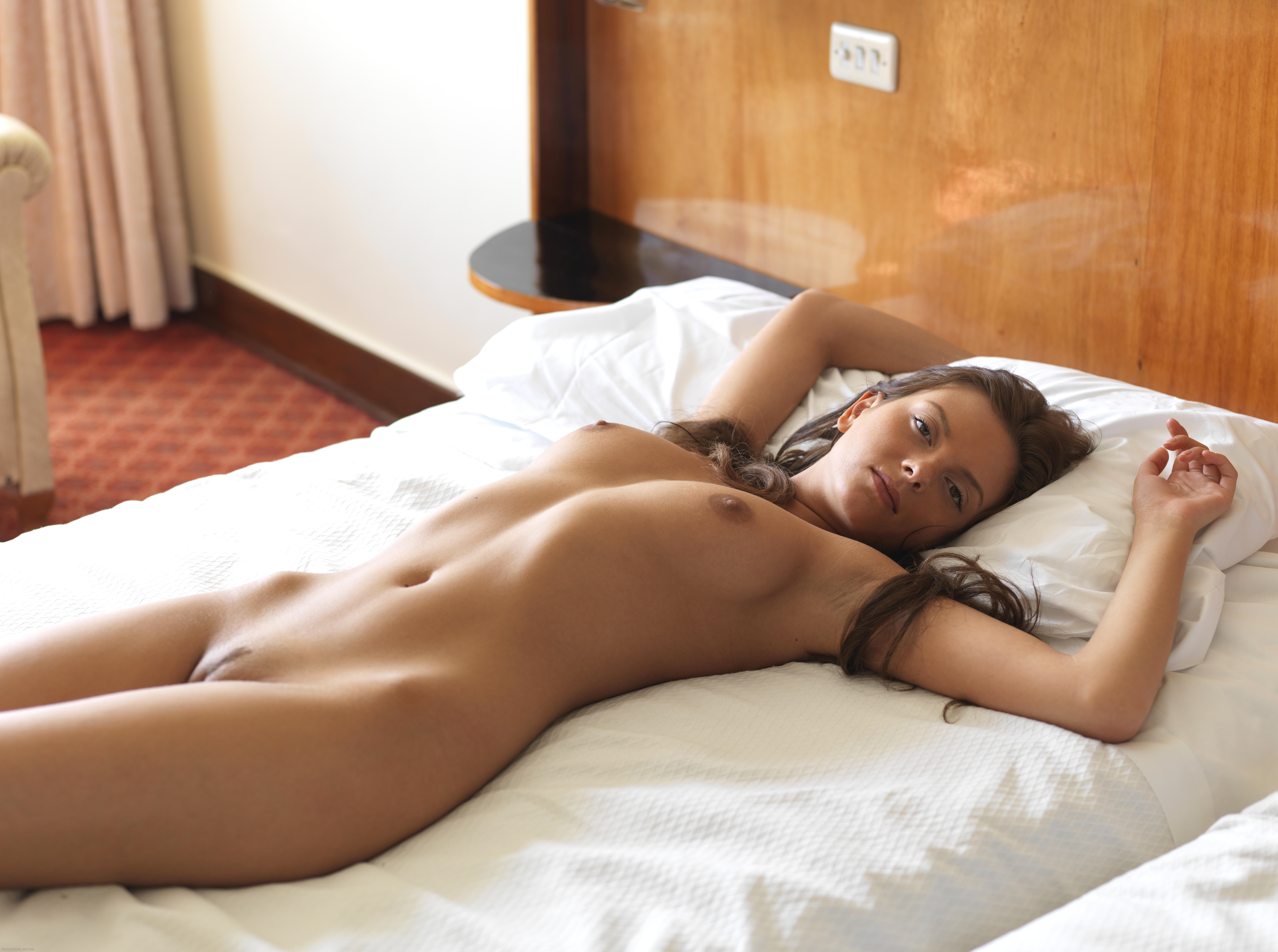 массаж такими эротика спящих девушек фото смуглый волосатый